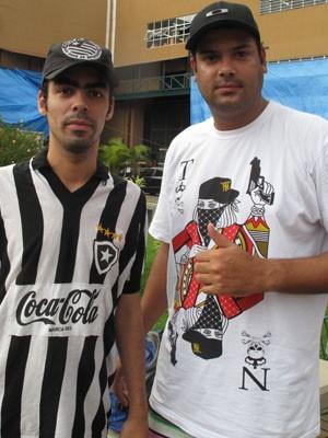 Iovaldo (à dir), ao lado do amigo Renan, chegou a ficar 2 meses longe de casa (Foto: Gabriel Barreira/G1)