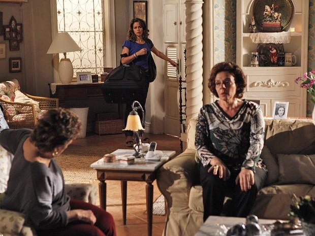Morena sai da casa de Théo (Foto: Salve Jorge/ TV Globo)