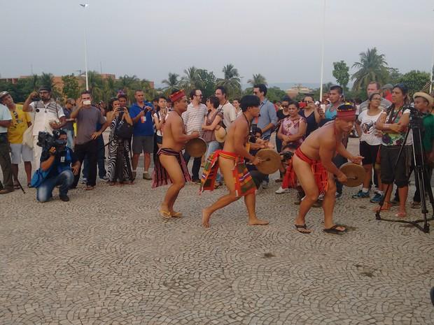 Etnia Igorot chamou atenção dos espectadores da cerimônia Fogo Acendimento do Fogo Ancestral Indígena (Foto: Gabriela Lago/G1)