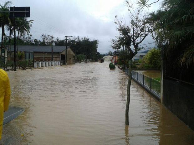 Ruas do município de Corupá estão alagadas (Foto: Alexandro Preto/Divulgação)