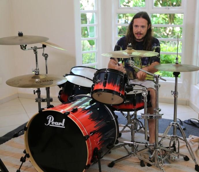 Tamiel do BBB16 adora tocar bateria (Foto: Gabriella Dias/Gshow)