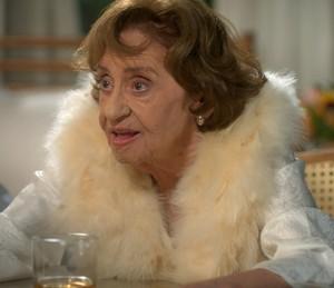 A avó de César revela que é a mente por trás do plano contra a empresa de Tanaka (Foto: TV Globo)