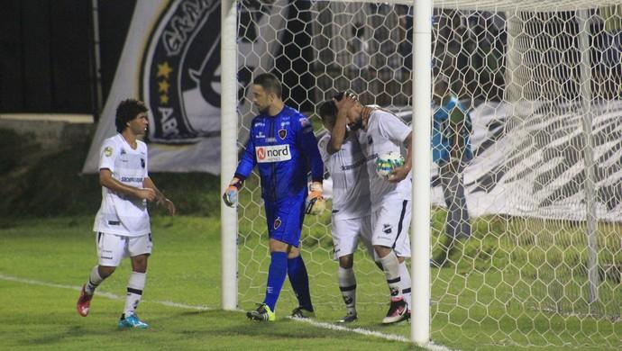 ABC x Botafogo-PB - Estádio Frasqueirão - gol Nando (Foto: Fabiano de Oliveira)