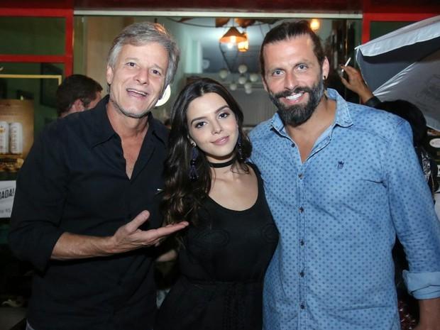 Marcello Novaes, Giovanna Lancellotti e Henri Castelli em festa na Zona Oeste do Rio (Foto: Daniel Pinheiro/ Ag. News)