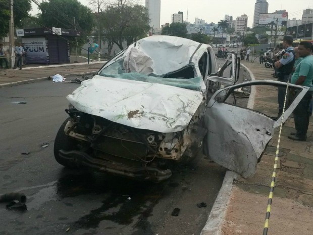 Acidente na Av. do CPA, em Cuiabá, na manhã deste sábado (3) (Foto: Eliseu Isaías/TVCA)