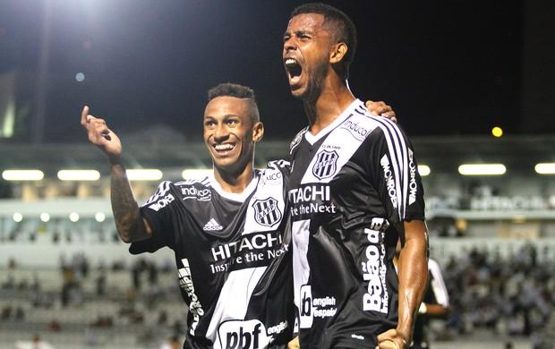 Renato Chaves comemora gol da ponte preta contra o Marilia (Foto: Luciano Claudino / Estadão Conteúdo)