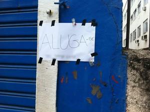 Filho do dono do imóvel onde funcionava pet shop coloca a propriedade para alugar. (Foto: Renata Soares / G1)