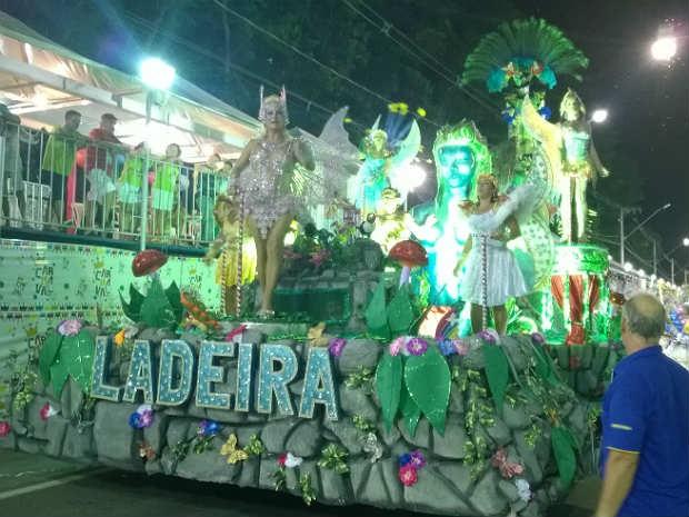 Abre-alas Unidos do Ladeira Carnaval 2015 Juiz de Fora (Foto: Roberta Oliveira/ G1)