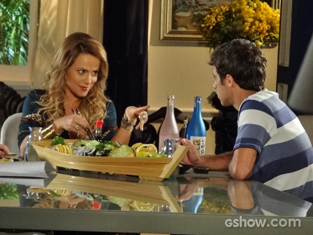 Shirley sugere que Leto namore Luiza (Foto: Em Família/ TV Globo)