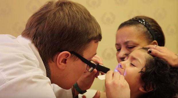 Dani Souza mostra cuidados com os filhos doentes (Foto: Reprodução)