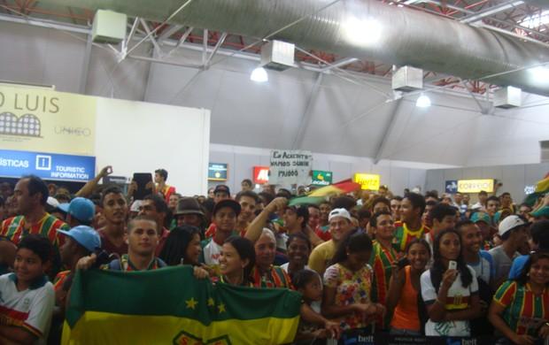 Torcida do Sampaio marca presença no Aeroporto Hugo da Cunha Machado (Foto: Afonso Diniz/Globoesporte.com)