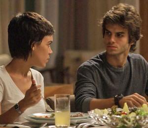 Leila também defende Jonatas e Fabinho não segura o ciúme (Foto: TV Globo)