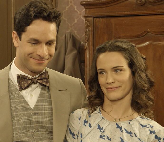 Maria e Celso ficam felizes (Foto: TV Globo)