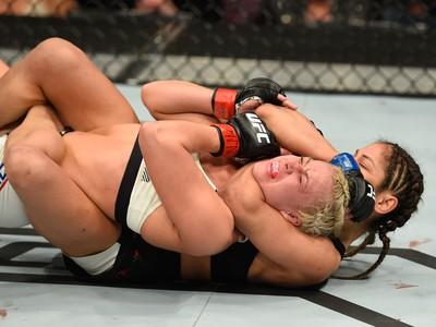 Cynthia Calvillo Amanda Cooper UFC 209 (Foto: Getty Images)