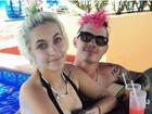 Paris Jackson posta foto de biquíni com direito a mão boba do namorado