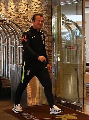 Dunga chega hotel Seleção EUA (Foto: Lucas Figueiredo/MoWA Press)