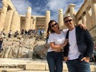 Flávia Alessandra e Otaviano Costa posam juntinhos na Grécia