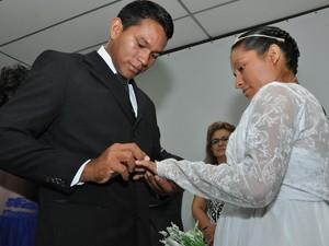 Cerimônia uniu 23 casais no auditório do Iespes. (Foto: Zé Rodrigues/TVTapajós)