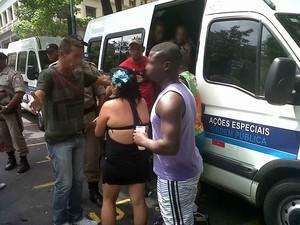 Agentes da Secretaria de Ordem Pública levam 94 pessoas à delegacia após xixi na rua (Foto: Divulgação/ Seop)