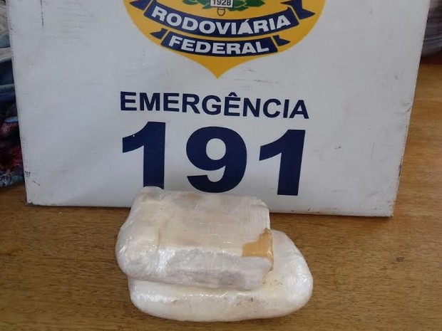 Mulher é presa com 1 kg de cocaína em táxi na BR-101, diz PRF na Paraíba