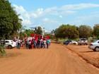 Integrantes do MST desocupam sede do Incra e saem em passeata