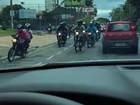 Cerca de 200 motociclistas são flagrados na contramão em GO; vídeo