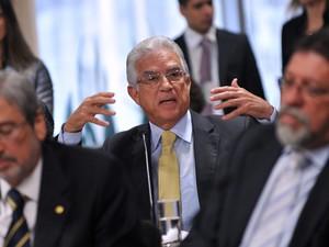 O líder do PPS, Rubens Bueno, discute com Gabrielli na CPMI (Foto: Zeca Ribeiro/Câmara)