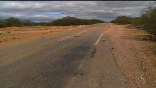 Estradas que cortam o Sertão de PE oferecem riscos aos motoristas