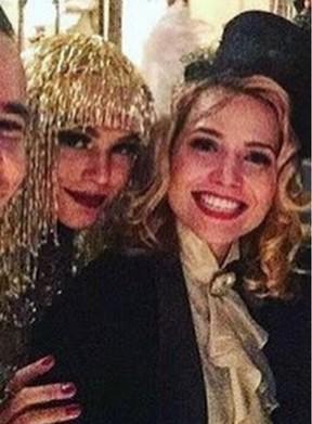 Bruna Marquezine e Leticia Colin nos bastidores de Nada Será Como Antes (Foto: Reprodução/Instagram)