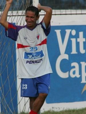 Clodoaldo, na época, atacante do Fortaleza (Foto: Gustavo Pellizzon/Agência Diário)