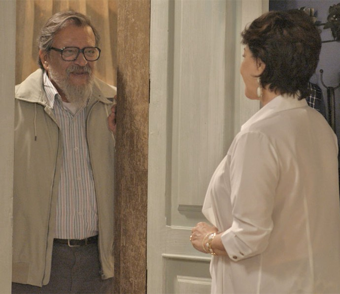 Tanaka vai até a pousada só para chamar a perua para passar o Natal com ele (Foto: TV Globo)