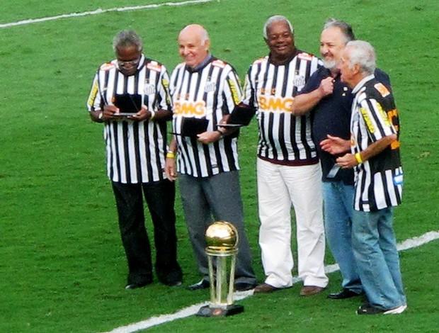 Pepe, Coutinho, Dalmo e Lima homegeados santos de 1962 (Foto: Lincoln Chaves / Globoesporte.com)