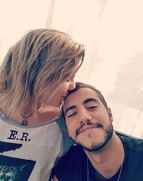 Cacau 'dá cheiro' em Matheus (Foto: Instagram/Reprodução)