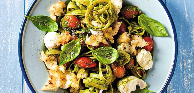 Linguini com pesto mozarela e tomates (Foto: StockFood / Gallo Images Pty Ltd.)