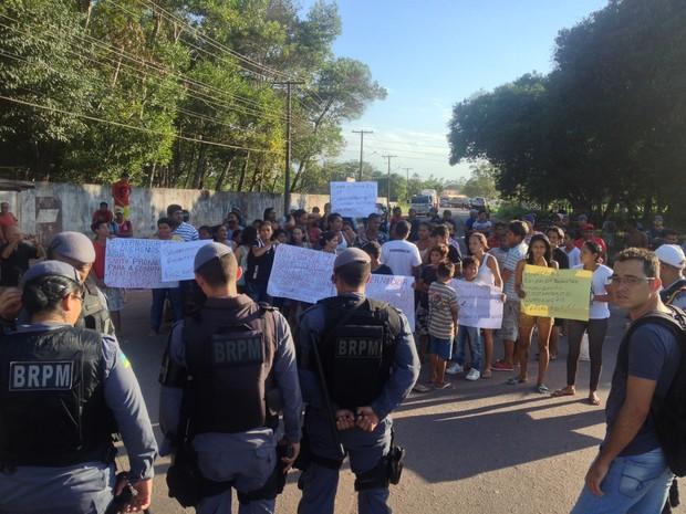 Polícia Militar foi acionada para conter a manifestação na rodovia (Foto: Abinoan Santiago/G1)