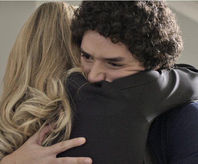Pia decide internar Bruno em uma clínica de desintoxicação (Foto: TV Globo)