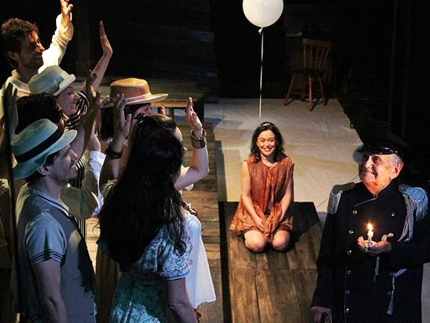 A peça trata da separação que há entre o discurso humano e suas ações (Foto: Divulgação)
