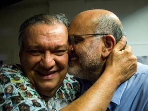 Zezéu Ribeiro, ex-deputado pelo PT, junto ao irmão, Pola Ribeiro (Foto: Arquivo pessoal/Reprodução Facebook)