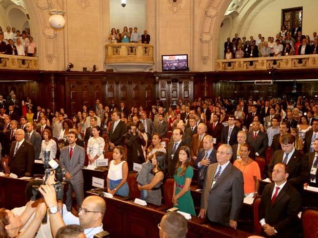 O plenário lotado pelos deputados estaduais que tomaram posse neste domingo (1º). (Foto: Divulgação/ Governo do Estado do Rio)