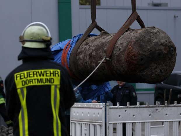 Explosivo de 1,8 tonelada foi achado em Dortmund, na Alemanha. (Foto: Ina Fassbender/Reuters)