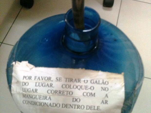 Há improvisações na sede em SC (Foto: RBS TV/Divulgação)