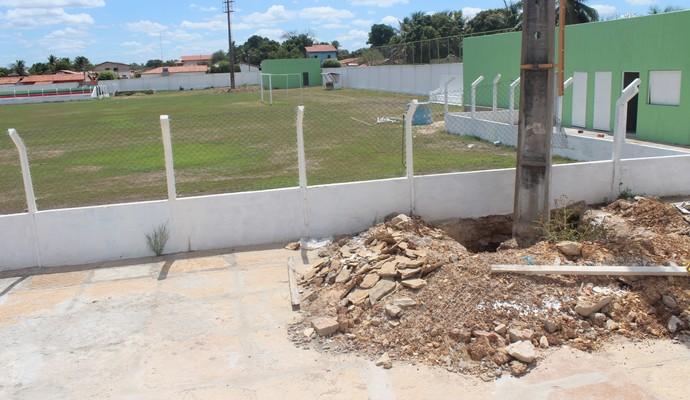 Estádio Deusdeth de Melo, em Campo Maior (Foto: Wenner Tito)