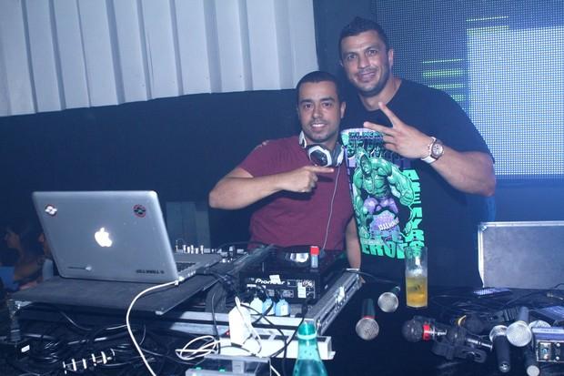 DJ Markes e Kléber Bambam (Foto: Raphael Mesquita/ Divulgação)