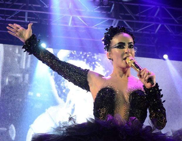Claudia Leitte no baile em Recife (Foto: AgNews/Marcelo Loureiro)
