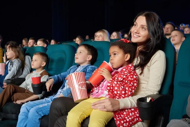 crianças no cinema (Foto: Thinkstock)