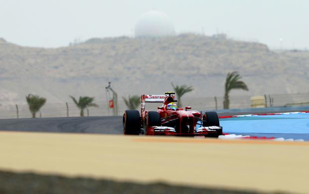Felipe Massa espera que aposta nos pneus duros faça a diferença no GP do Bahrein (Foto: Reuters)