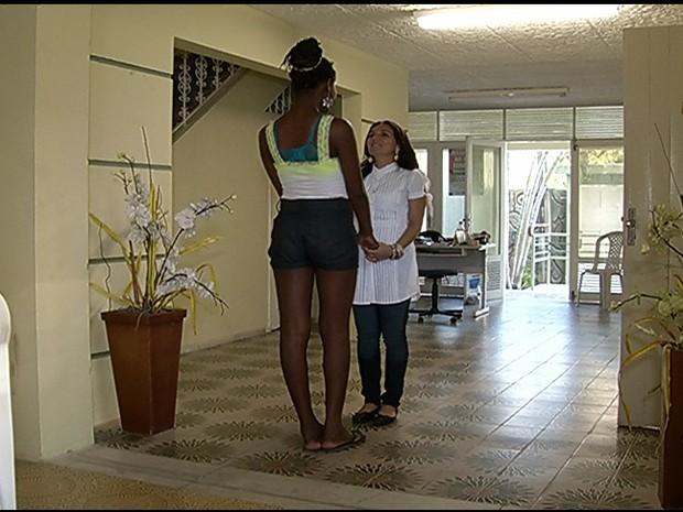 Mulher perdida e que não consegue se comunicar está aos cuidados da Semthas (Foto: Reprodução/Inter TV Cabugi)