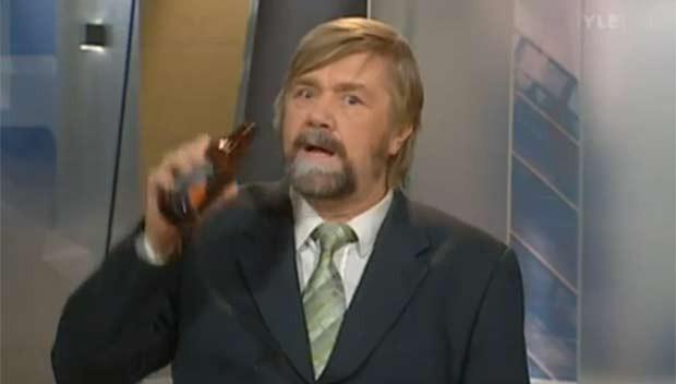 Kimmo Wilska foi pego 'bebendo' ao vivo. (Foto: Reprodução)