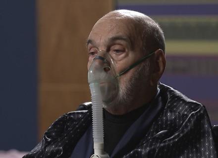 Últimos capítulos! Em cadeira de rodas, Dom Peppino recebe voz de prisão