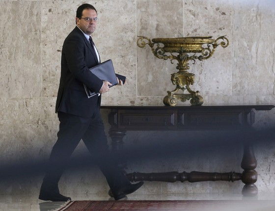 Nelason Barbosa ,ministro da Fazenda no Palácio do Planalto.O plano de ajuste das contas ficou para março (Foto: Adriano Machado / Reuters)